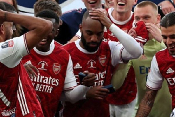 Alexandre Lacazette in the Carabao Cup Thanks the LFC FANS